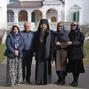 Гости из попечительского совета по восстановлению монастыря